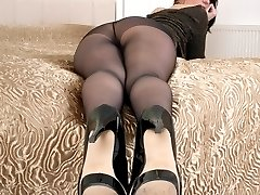 Brunette Tammy sharing her secret...see thru nylon gusset pantyhose!