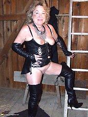 kinky amateur slut loves bondage and pee