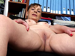 Mature wife Sandra Green spreads older pussy lips.