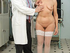 Linda old pussy gyno speculum exam at clinic