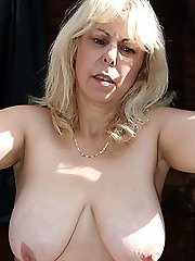 Chubby, busty mature babe meets him outdoors and they fuck right there