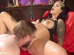 Slave boy Mike Panic is bestowed the honor of worshiping Pregnant Goddess Lola Luscious! He...
