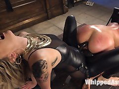 Maitresse Madeline Marlowe acquires hot new play thing Virgina Tunnels. Reluctant to submit to...