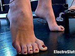 Episode 3 Young and naive, Hanna Reilly is ready for more electrosex. Goddess Aiden Starr has...