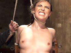 Casey is put through her paces by the relentless Sgt. Major. Casey endures tight ropes,...