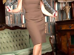 Sophia, looking hot in vintage garters, sheer glossy nylons and high heels for a pussy pleasuring session!