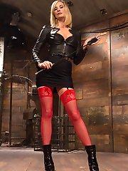 Maitresse Madeline Marlowe finally gets her hands on smokin hot sex columnist Siouxsie Q! Enjoy...