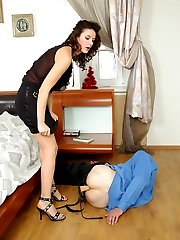 Horny guy falling a victim of babe�s burning desire for strap-on fucking
