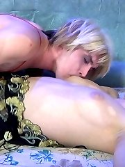 Lusty sissy guy brings his fav double-ended toy to bed for two-way fucking