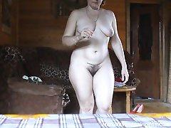Mature voyeur shots of a naked mature chick