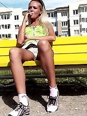 Bimbo blonde in mini jeans upskirt