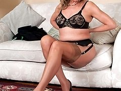Sexy, mature, Lou is a lady who like the real thing, in this case FF nylons!