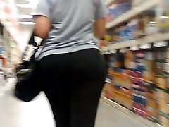 Candid Mexican milf in tights.