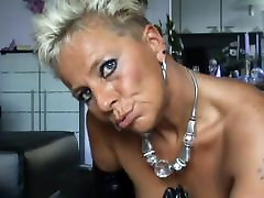 German mature milf showing her pussy
