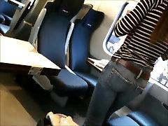 Petit cul dans le train - Candid little ass