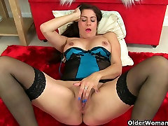 British milfs Lelani and Leia masturbate in stockings
