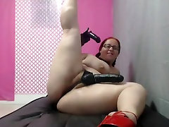 Nerdy BBW ride her Dildo while she wears a Strapon