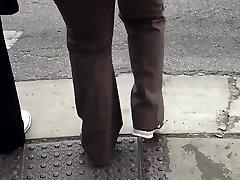 Big booty redbone milf in brown dress pants 2