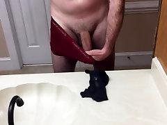 Jerking off and cumming in MILF panties