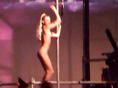 fully nude gogogirl dancing at dutch rave party dj concert