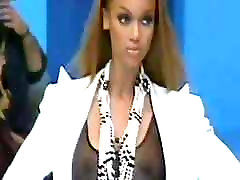 Tyra Banks - Visible big tits and nipples in 1993 on runway