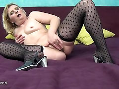 Naughty mature mom pissing and playing