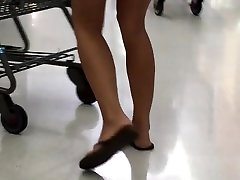 Candid woman in shorts with nice ass