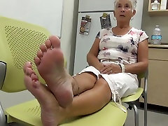 Hot mature shows her gorgeous feet