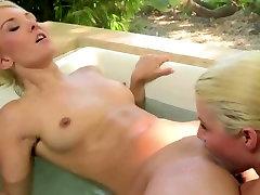 Lesbians Licking Pussy 5