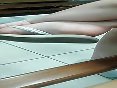 CANDID FEET SEXY SOLES AND FEET IN WHITE SLIPPERS
