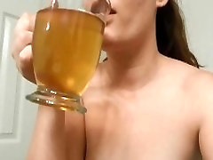 FIRST TIME DRINKING MY OWN PISS