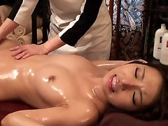 Non-Nude Ero Idol With a Shaved Pussy