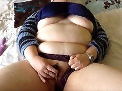Amateur BBW masturbating with a vibrator