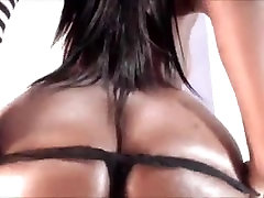 thick black girl from BlacksCrush.com squirting