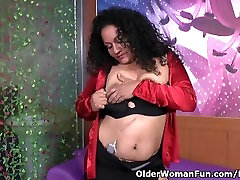 Latina milf Sharon peels off her nylons and plays with a vibrating egg