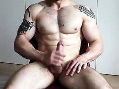 Muscle Luke Jerks Off & Cums High Definition
