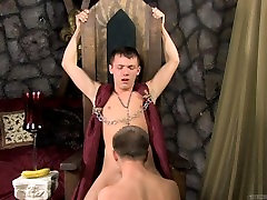 Gets his cock sucked on kings throne