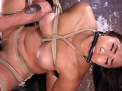 Mia Li - Extreme Hair Suspension