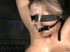 Oiled up whore is getting her body stretched in usa discovery porn video