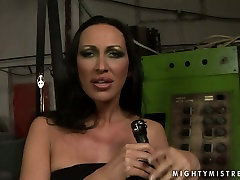 Provocative mistress MANDY BRIGHT is punishing sex slave in filthy ciuman dulu baru ngentot clip