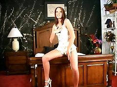 Vintage video of brunette sexpot Betty showing off her ass