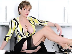Adulterous english mature lady sonia reveals her heavy jugs