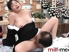 Erotic Japanese MILF - contact me at milf-meet.com