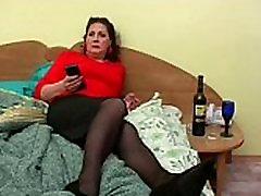 Bella mature mom