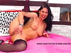 Gilf freecamz Wild kitty seductively wanks off her sultry vagina and