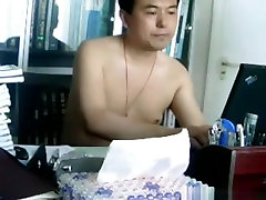 Mature asian couple watch themselves have doggystyle sex on their laptop