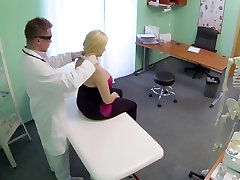 BBW girl squirts 9 times during examination Hospital eng sub