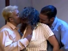 Vintage threesome with a hot retro lady in the middle