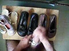 sperme dans ballerine et sandale