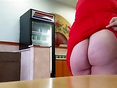 ass flash in restaurant